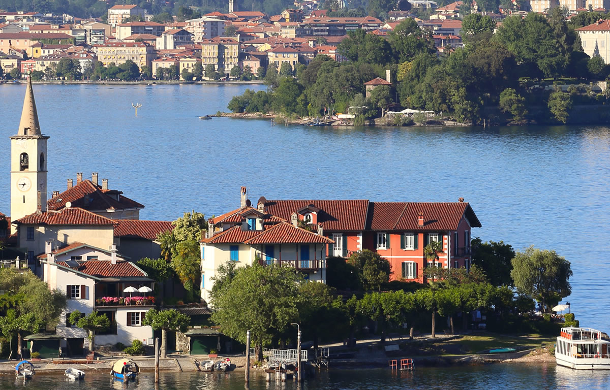 Lake maggiore holiday rentals villas and apartments for Lake house in italian